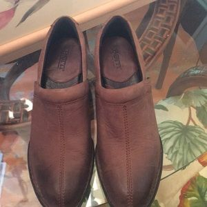 Born leather shoe less than 3 inches heel